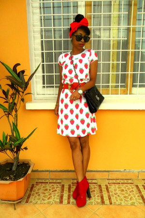 red cherry print dress - black vintage bag - red Go Jane Litas like heels