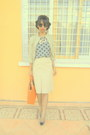Beige-skirt-orange-bag-silver-cap-toe-heels-periwinkle-polka-dots-t-shirt