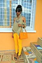 DIY shoulders out shirt - yellow Skinny jeans - cap toe heels