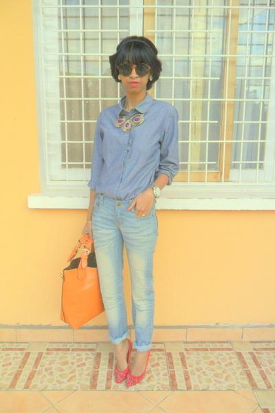 denim shirt - boyfriend jeans - red heels