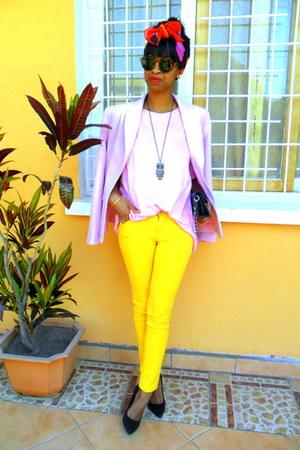 yellow Skinny jeans - light pink blazer