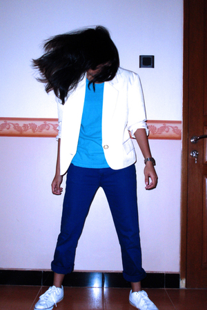blazer - t-shirt - jeans - nike shoes