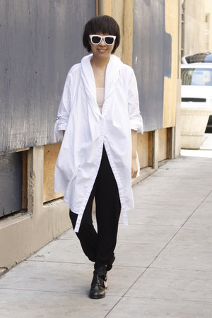 white oversized SAXONY shirt - black chictopia shop shoes