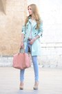 Queens-wardrobe-coat-carolina-herrera-bag