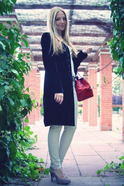 black velvet Pink Soda coat - ruby red Carolina Herrera bag - beige Antonio Parr