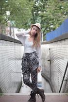 Gray-heureka-top-black-heureka-pants