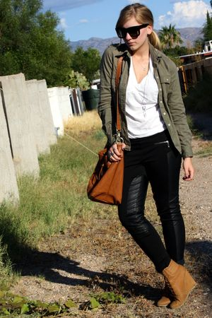 black paneled f21 pants - camel wedge Zara shoes - green f21 shirt