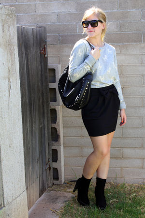 gray f21 sweater - black skirt