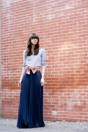 navy Ruche skirt - pink Anthropologie belt - heather gray Gap t-shirt