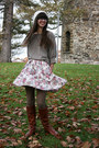 Tawny-vince-camuto-boots-white-urban-outfitters-hat