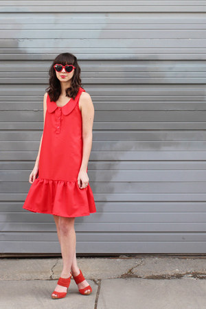 red handmade - Megan Nielsen Banksia pattern dress - red seychelles heels