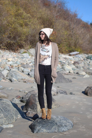 ivory Urban Outfitters hat - tawny Lulus boots - black Urban Outfitters jeans