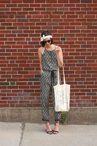 dark gray Loft romper - off white Megan Nielsen bag