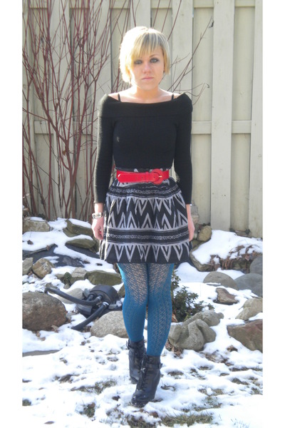 black Urban Behaviour sweater - blue Forever 21 tights - black Forever 21 skirt