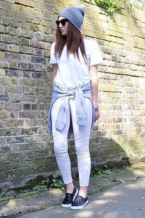 white cotton Zara t-shirt - black quilted H&M shoes