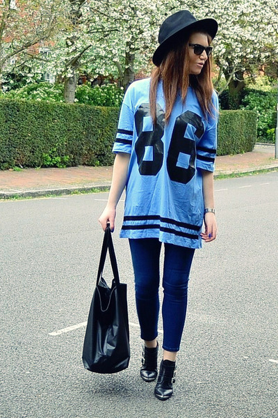 sky blue cotton Topshop t-shirt - black leather Office boots