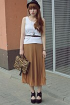 camel Siren bag - tan romwe skirt - black new look wedges