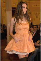mustard satin damasc Silvia Soler boutique dress