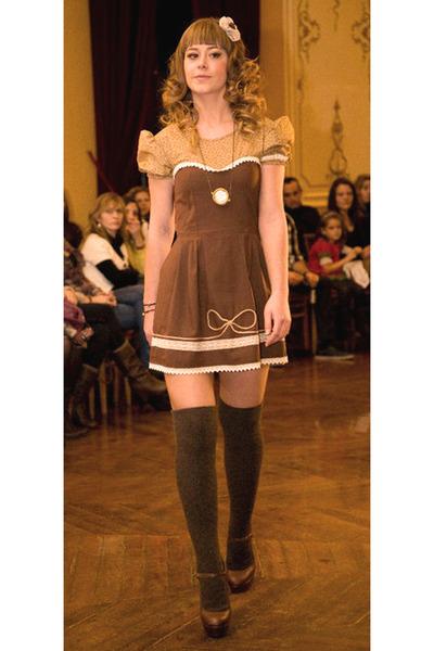 brown lace bowfloral Silvia Soler boutique dress