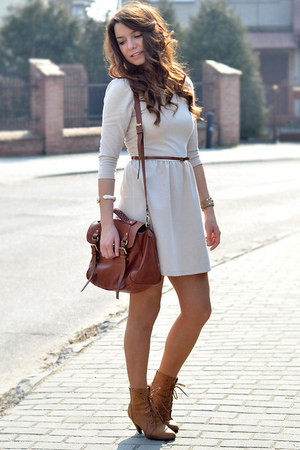 brown boots - white dress - brown leather purse - brown belt