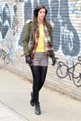 Black-crown-vintage-boots-olive-green-zara-jacket