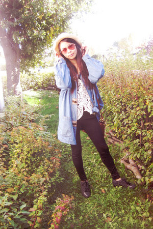 blue denim jacket jacket - cream fedora hat - black spandex leggings