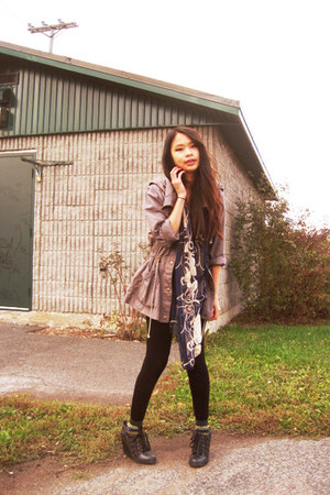 navy floral print scarf - charcoal gray anorak coat - black spandex leggings