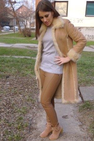 camel long faux fur vintage coat - tan ankle boots OASAP boots