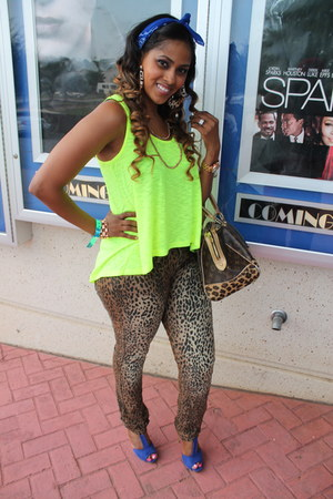 leopard print jeans - leopard print bag - t-strap heels - neon green top