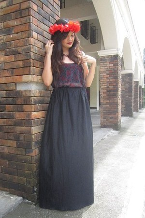 crimson floral hair accessory - black maxi skirt
