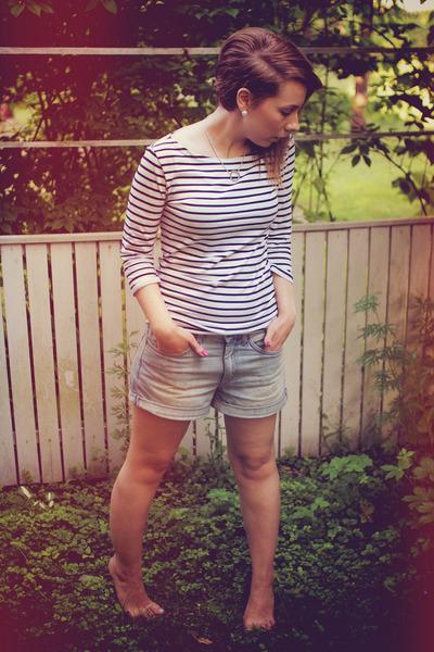 white striped Stadium top - light blue denim H&M shorts