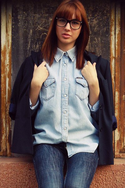 periwinkle carrera shirt - blue jeans - navy blazer - black glasses
