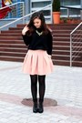 Light-pink-skirt-black-blouse
