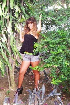 Stradivarius heels - Zara shorts - H&M Trend blouse