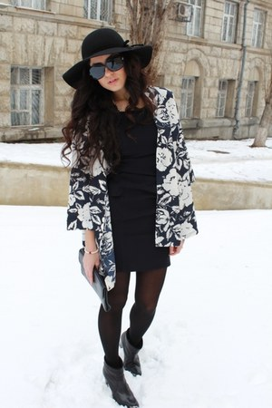 vintage jacket - Zara boots - Sova dress - H&amp;M hat
