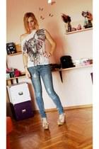 white owl detail Bershka t-shirt - teal Bershka jeans - mustard Zara sandals