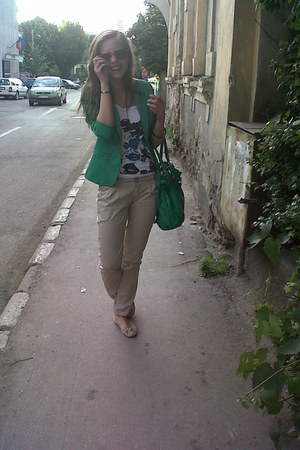 green Hermes bag - green Robin blazer - white Grafic t-shirt