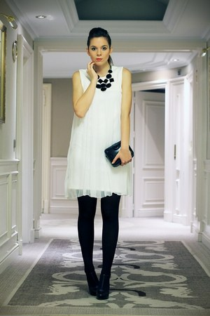 black cinti shoes - white Veronica Mannelli dress - black vintage bag