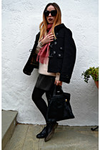 black Burberry coat - light pink Massimo Dutti sweater