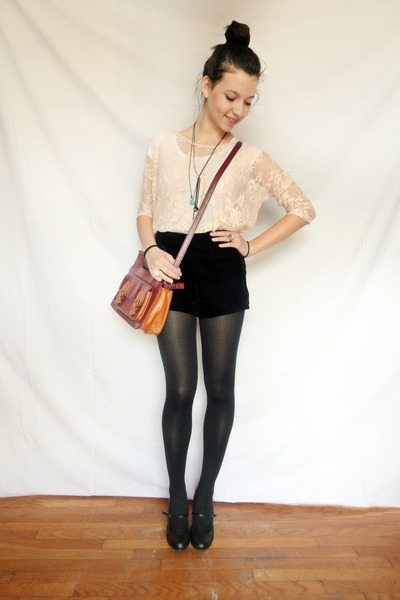 black velvet Stradivarius shorts - peach lace pull&bear top
