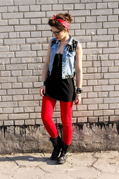 black boots - red leggings - blue vest - black blouse