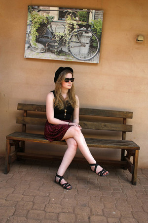 studded new look hat - sunnies Polaroid sunglasses - cut out Scamm top