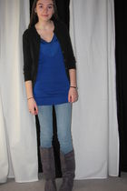 blue forever 2121 shirt - blue jeans - gray boots - black sweater