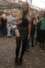 Black-wedges-black-top-black-leather-skirt