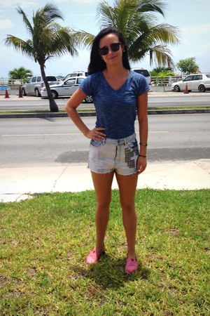 Target shirt - Urban Outfitters shorts - Marc New York sunglasses - TOMS flats