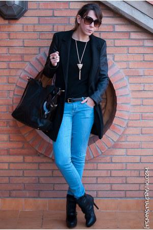 black Stradivarius boots - black Stradivarius coat - sky blue Bershka jeans