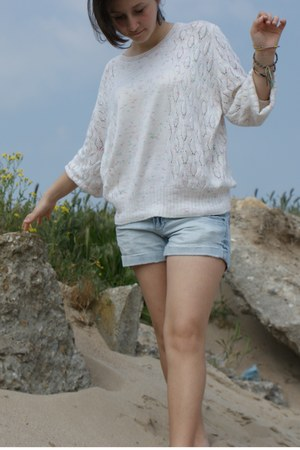 denim Terranova jeans - cream large cotton sweater - handmade cotton bracelet
