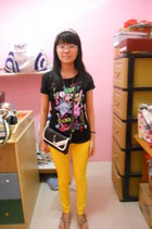 black ROMP bag - black SO t-shirt - mustard Around world sandals