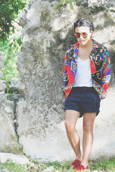 Zara t-shirt - pull&bear shoes - vintage Stay High Baby shirt - vintage shorts