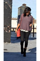 skinny jeans pants - buckled boots - oversized sweater - skull print top